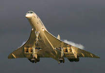 800px-Aerospatiale-BAC_Concorde taking off evening - james.gordon6108 from Los Angeles, USA